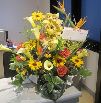 【花のギフト/プレゼントに・お祝いに】大切な気持ちを伝えるお手伝い フラワーアレンジメント(10,000円)