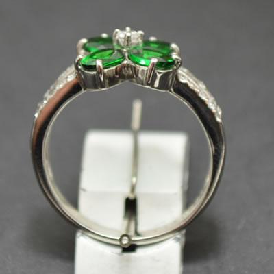 【ジュエリー/指輪】PT グリーンガーネットリング  G/1.64カラット D/0.21カラット