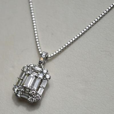 【ジュエリー/ダイヤモンド/ネックレス】PT角ダイヤモンドペンダントネックレス D/0.50カラット