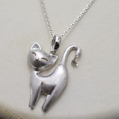 【ジュエリー/ダイヤモンド/ネックレス】K18WG 猫モチーフペンダントネックレス D/0.07カラット