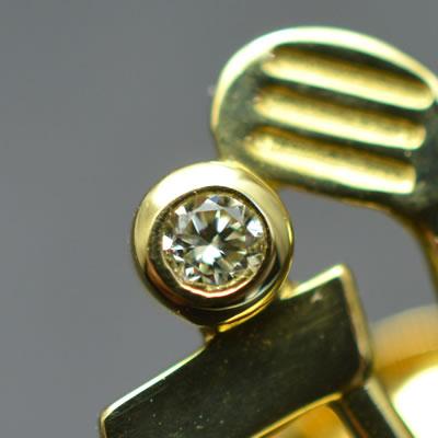 【ジュエリー/ダイヤモンド/ピンブローチ】K18 ダイヤモンドピンブローチ(ゴルフバッグ) D/0.03カラット