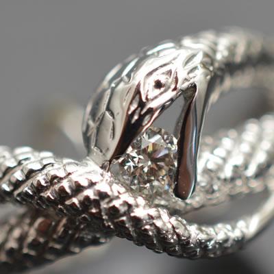 【ジュエリー/ダイヤモンド/指輪】PT ダイヤモンドリング(ヘビモチーフ) D/0.10カラット