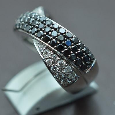 【ジュエリー/ダイヤモンド/指輪】K18WG ブラックダイヤモンドリング 1.10カラット D/0.35カラット